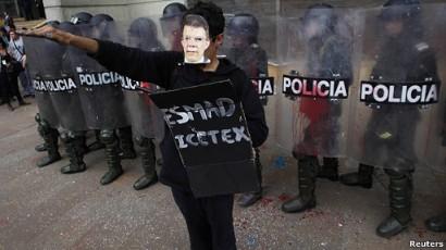https://reexistencia.files.wordpress.com/2011/11/liberatumenteprotestasestudiantilesencolombia2.jpg?w=300